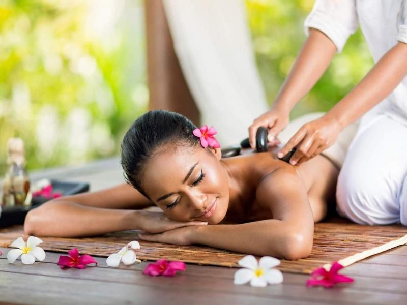 Hot Stone Massage Therapy1
